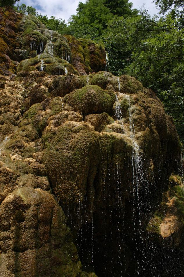 Photographie d'une cascade des fontaines pétrifiantes